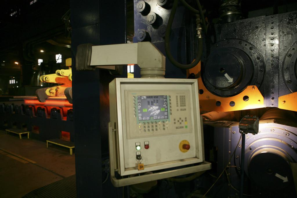 Steuerungseinheit einer Heissrollenrichtanlage (Control unit of a hot roller straightening machine)